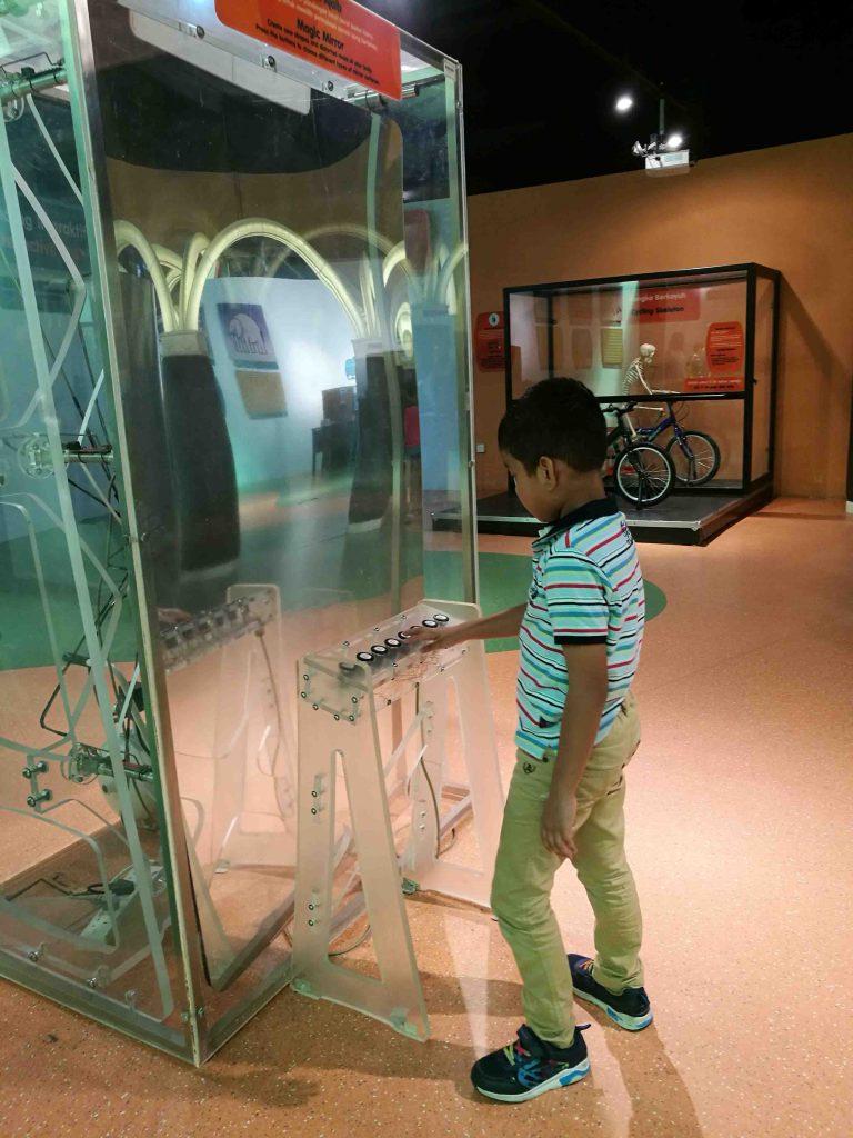 Uji Minda dan Perasaan Ingin Tahu di Pusat Sains Negara