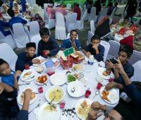 McDonald's Malaysia Dengan Kerjasama Majlis Agama Islam Selangor (MAIS), Lembaga Zakat Selangor (LZS) dan Yayasan Islam Darul Ehsan (YIDE) Rai Lebih 500 Anak-anak Yatim dan Asnaf Untuk Berbuka Puasa