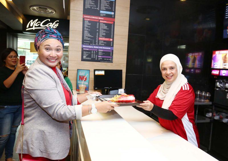 Para Francaisi Dan Rakan Niaga McDonald's Penuh Semangat Turun Padang