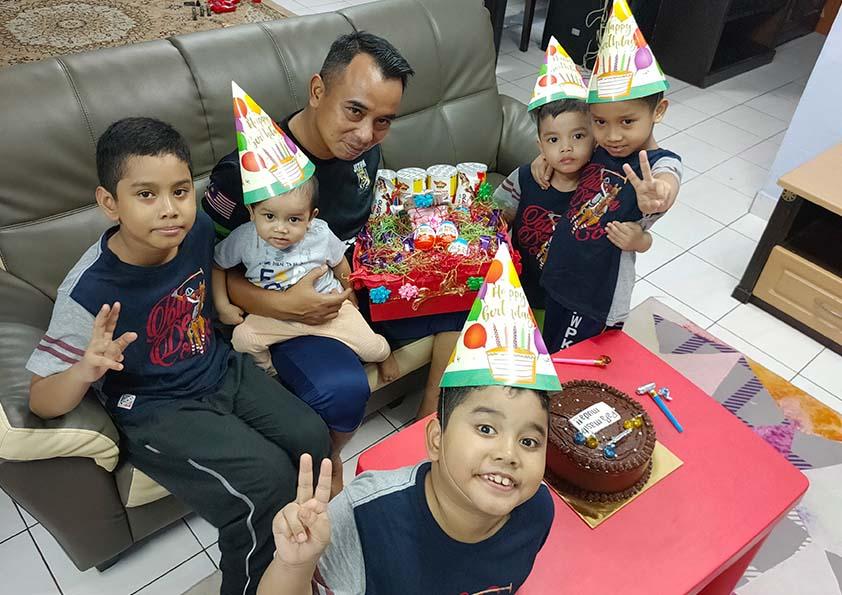 Salam Hari Kelahiran, Papa Masih Muda